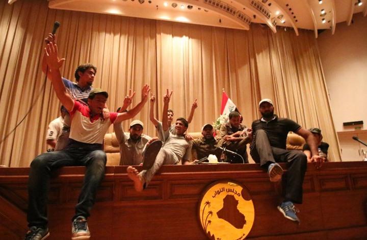 موقع إيراني يطالب الصدر بترك السياسة.. ويسأل: ماذا يريد؟