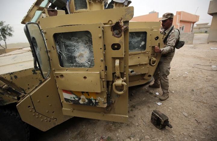 """مشهد يحبس الأنفاس لجندي عراقي يعترض """"مفخخة"""" (شاهد)"""