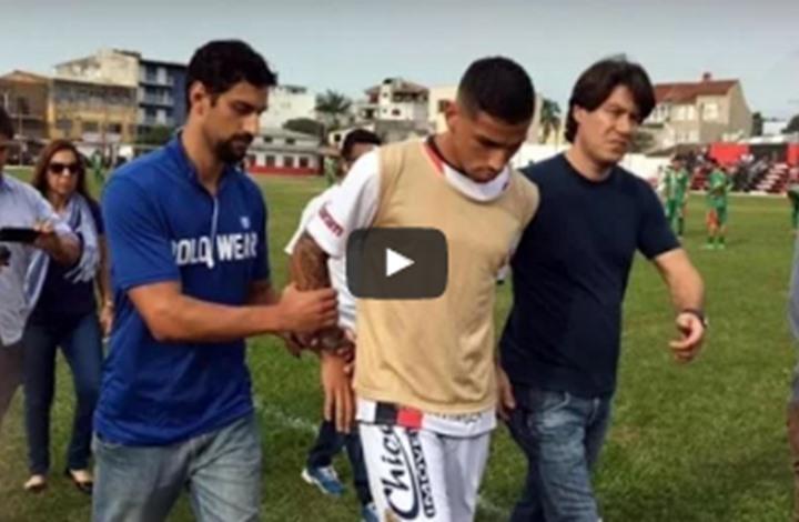 يحدث بالبرازيل.. اعتقال لاعب كرة قدم أثناء المباراة (فيديو)