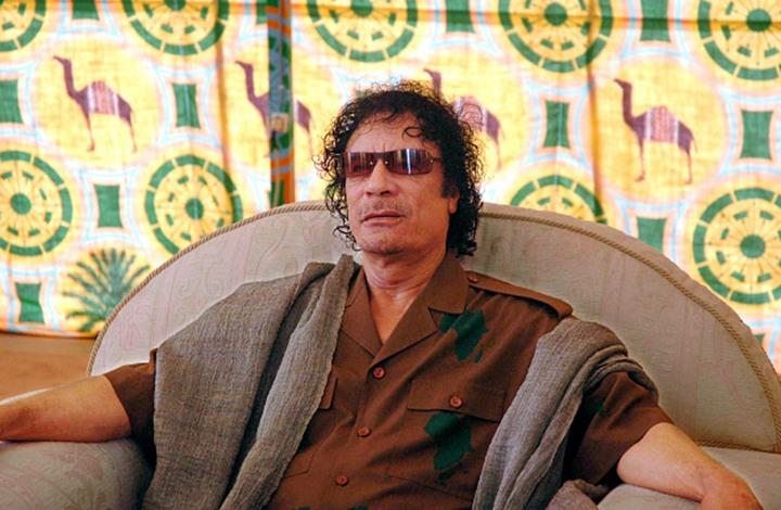 """القذافي يطلّ من قبره """"فنيّا"""" عبر أغنية من كلماته (شاهد)"""