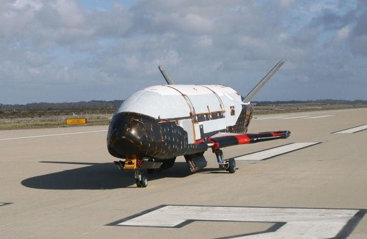 بعد مهمة سرية.. عودة طائرة فضائية أمريكية لفلوريدا (شاهد)
