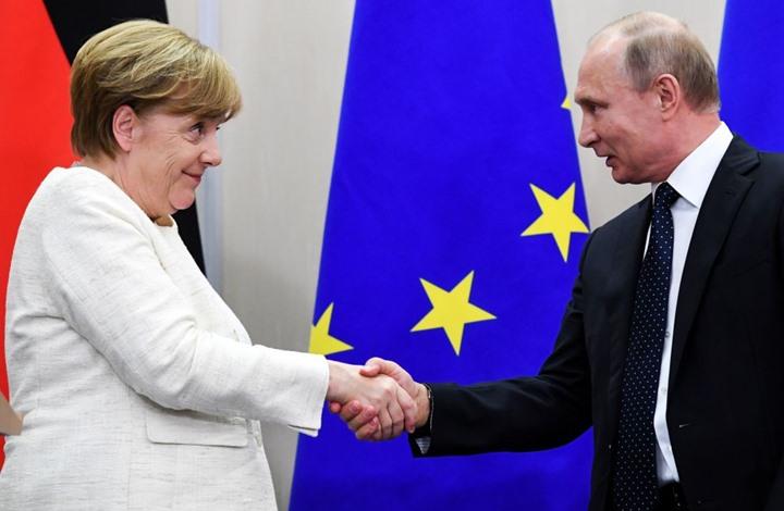 """بوتين يلتقي ميركل ويتحدث عن """"المرتزقة الروس"""" في ليبيا"""