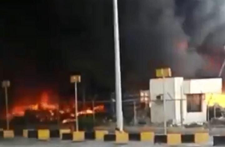 حريق ضخم في منفذ حدودي بين السعودية والإمارات (شاهد)