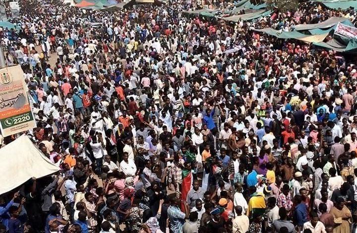 """دعوات لمليونية جديدة في السودان بعد تعليق """"المفاوضات"""""""