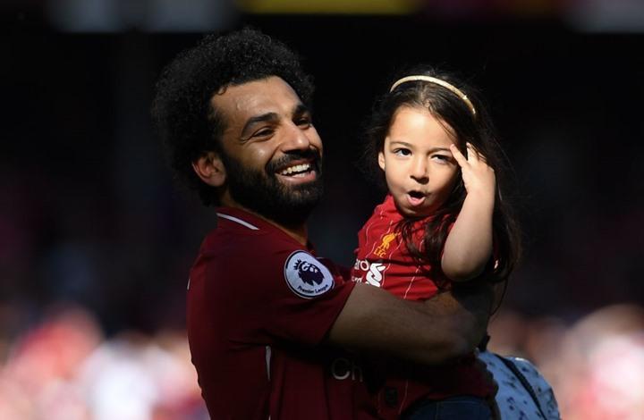 محمد صلاح يستعرض مهارات ابنته في العزف والغناء (شاهد)