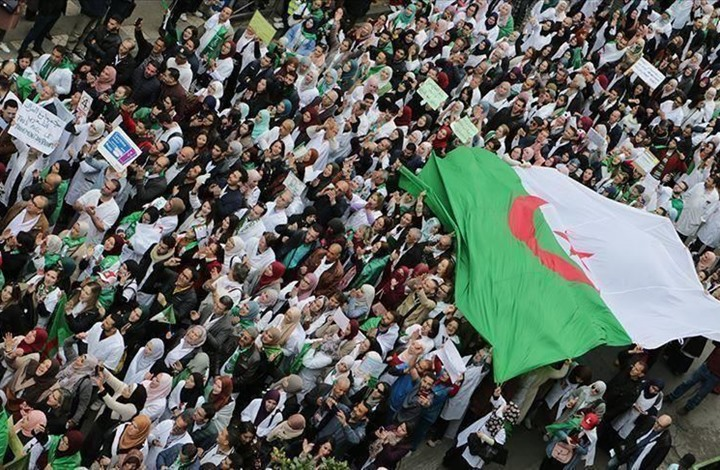 الحراك الجزائري تجمعه الأهداف وتفرقه الهويات (2من2)
