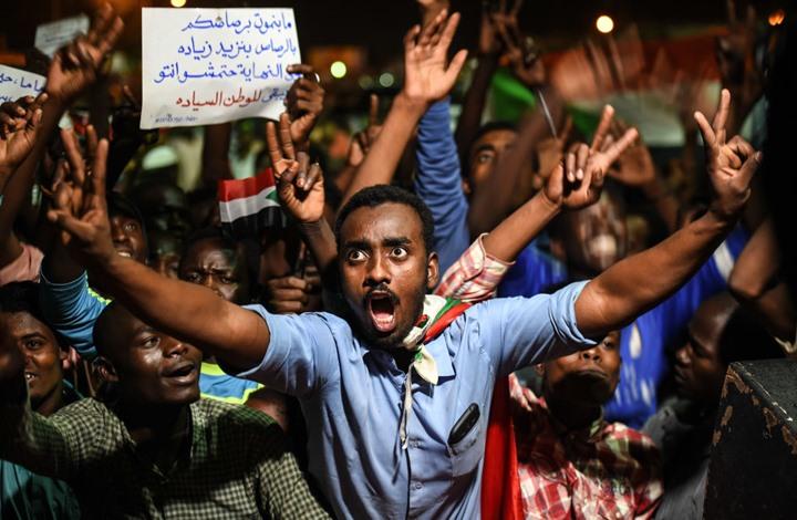 بريطانيا تستدعي سفير السودان وفرنسا تريد حكومة مدنية