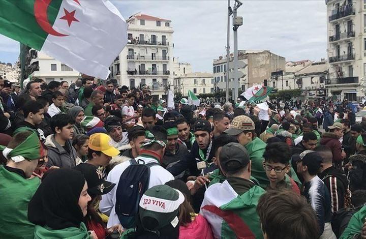 الجزائر.. الشباب والطلبة وقود الحراك الشعبي