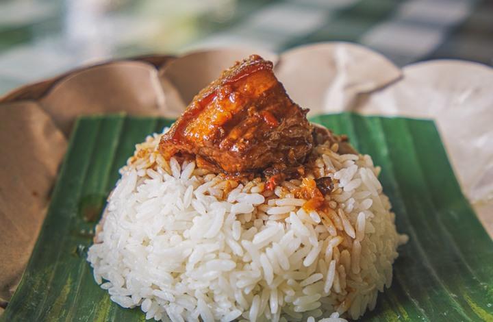 """ماليزي يشعل """"مواقع التواصل"""" بعد انتقاده طريقة تحضير الأرز"""