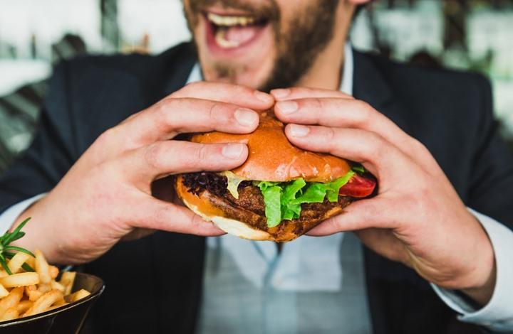 علامات خفية تشير إلى تناولك الكثير من الأطعمة المصنعة