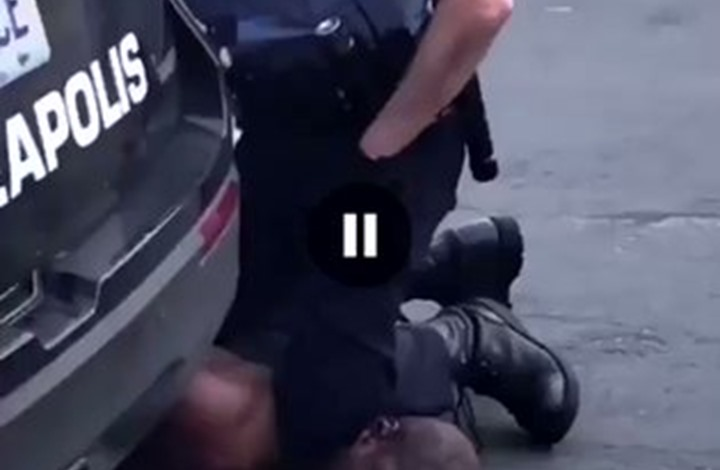 اللحظات الأخيرة لموت رجل أسود داس شرطي على رقبته (شاهد)