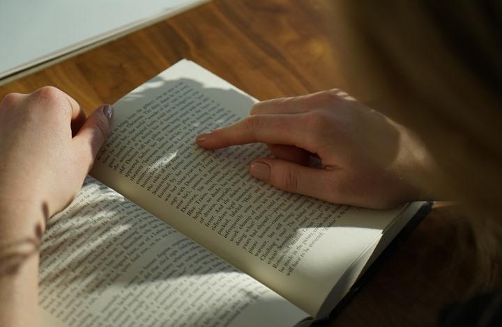 الذكاء الاصطناعي يساعد رياضية معاقة بصريا على القراءة