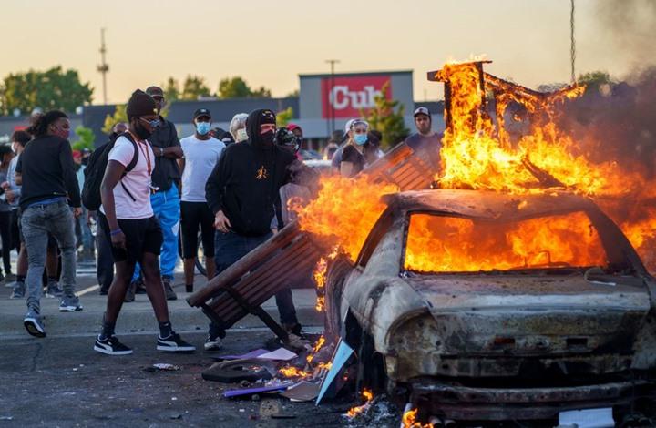 قتيل باحتجاجات عنيفة ضد جريمة مينيسوتا الأمريكية (شاهد)