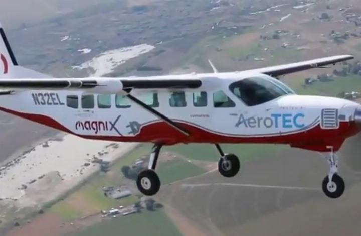اختبار أكبر طائرة كهربائية أمريكية صديقة للبيئة (شاهد)