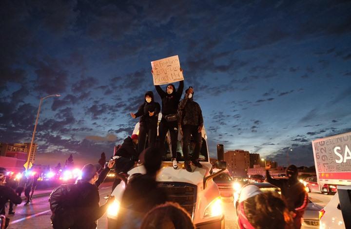 مقتل شرطي فدرالي وإصابة آخر باحتجاجات أمريكا