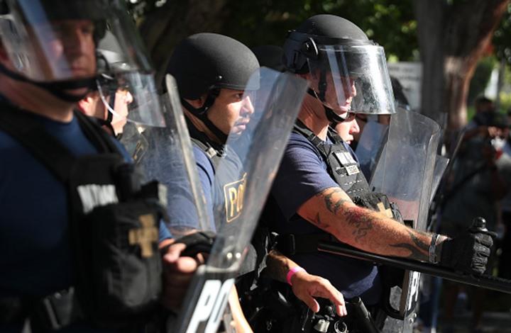 لماذا لا تزال الأعمال الوحشية تحصل من قبل الشرطة الأمريكية؟