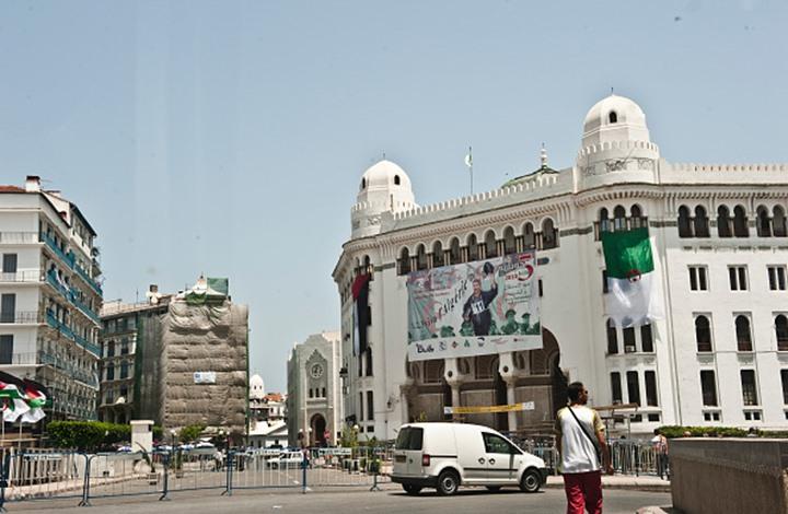 الجزائر تصدر ورقة نقدية بصور 6 أشخاص.. من هؤلاء؟ (شاهد)
