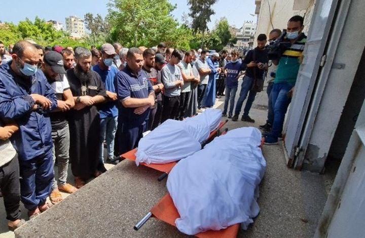 المئات بغزة يشيعون جثامين شهداء العدوان الإسرائيلي (شاهد)