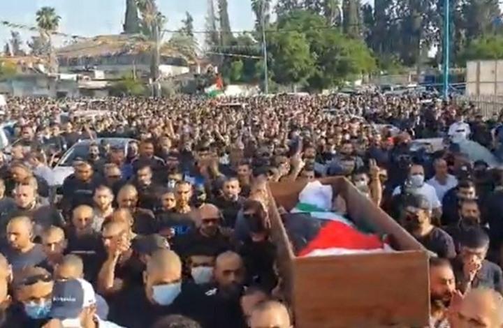 آلاف يشيعون شهيد اللد ومواجهات عنيفة مع شرطة الاحتلال (شاهد)