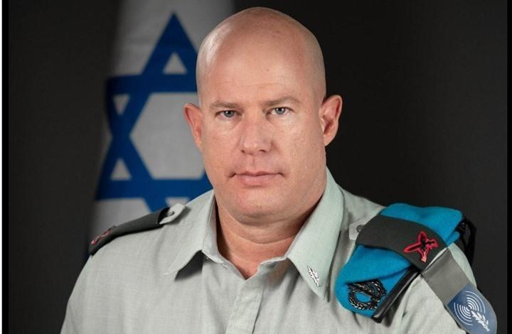 صحفي إسرائيلي يترك مؤتمرا للناطق العسكري: يمارس التضليل