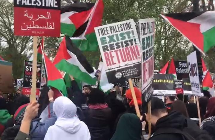 مجسم لابن زايد بمظاهرة لندن يُغضب معلقا إسرائيليا (صور)