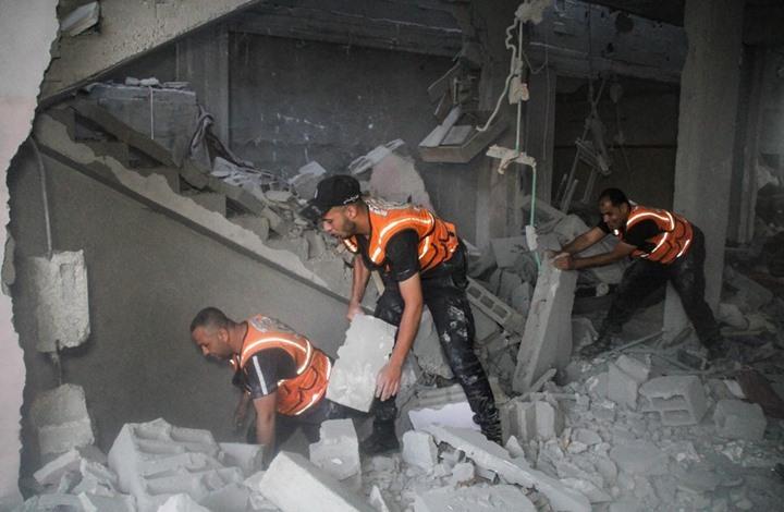 الدفاع المدني في غزة.. أدوار بطولية بإمكانيات محدودة (شاهد)
