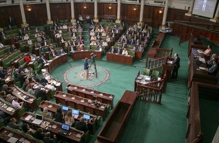 برلمان تونس ينعقد افتراضيا ويدعو الجيش لحماية الدستور