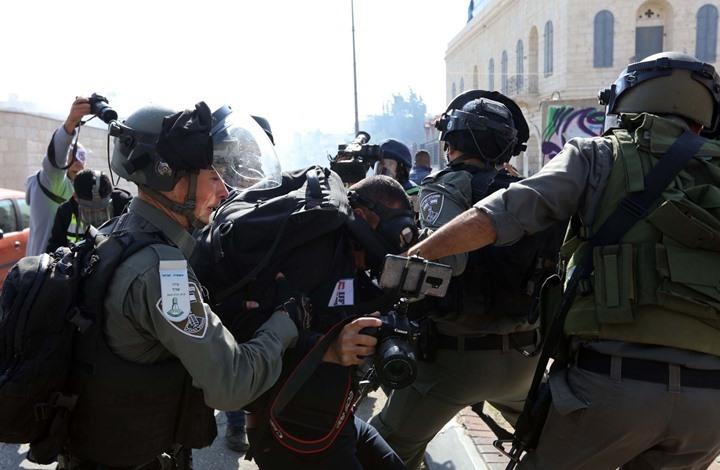 16 صحفيا فلسطينيا يقبعون بسجون الاحتلال و25 انتهاكا بإبريل