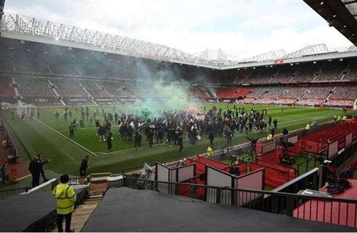 تأجيل مباراة مانشستر يونايتد وليفربول بسبب الجماهير (شاهد)