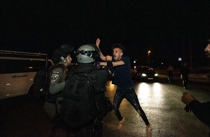 الاحتلال يقمع مسيرة ضد تهجير أهالي الشيخ جراح (شاهد)