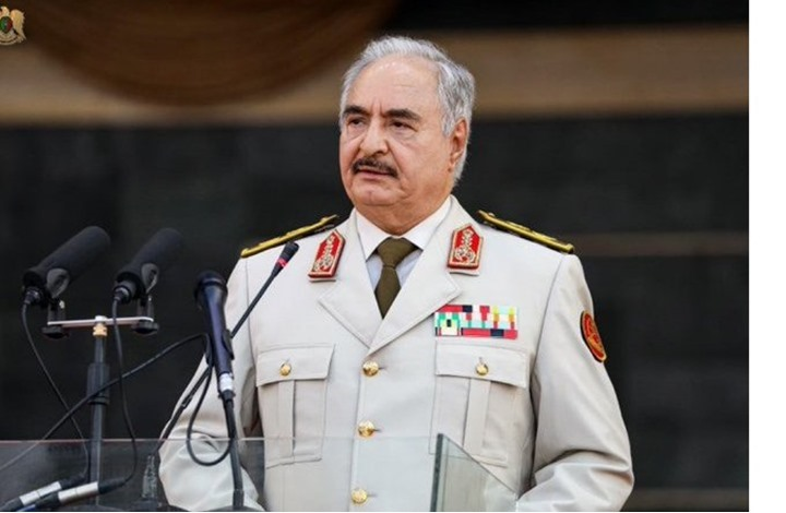 حفتر يتنحى عن منصبه مؤقتا من أجل الترشح للانتخابات