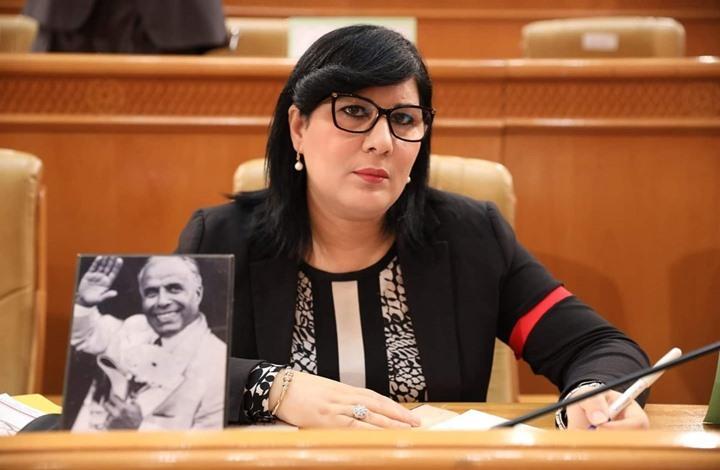 موسي تثير جدلا ببرلمان تونس.. ظهرت بخوذة وسترة واقية