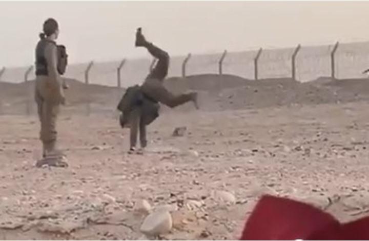 صحيفة: مجندات إسرائيليات يرقصن مع جنود مصريين (شاهد)