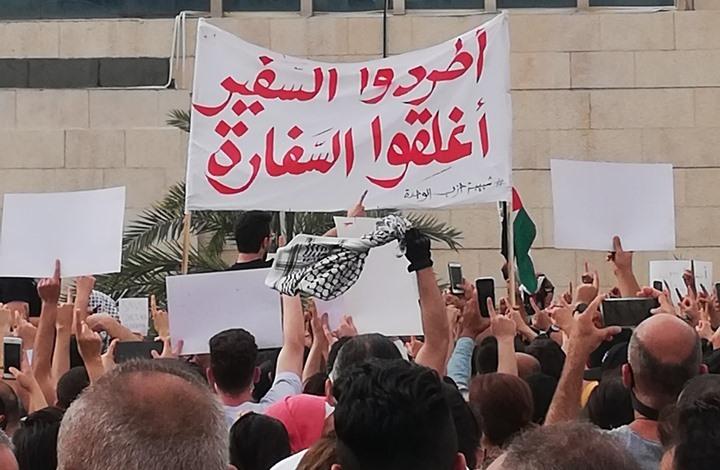 الأردن يستدعي القائم بالأعمال الإسرائيلي.. ووقفة قرب السفارة