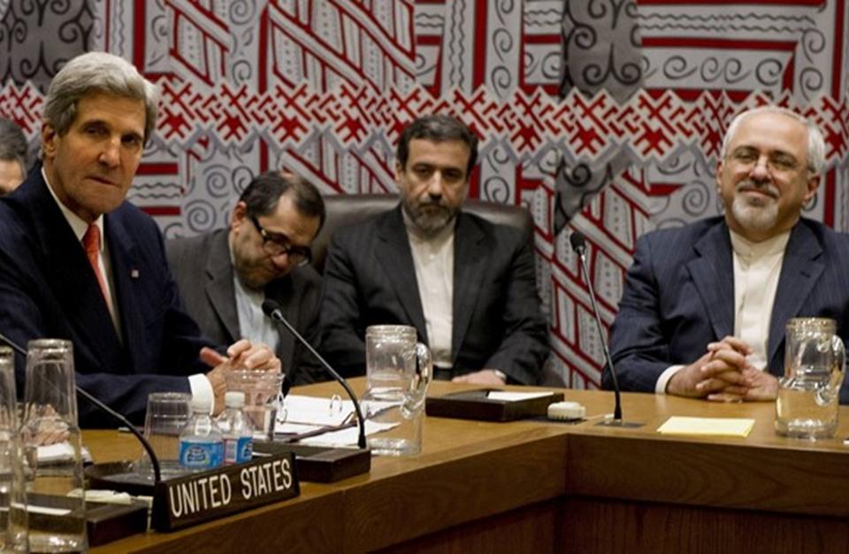 صحيفة إيرانية تدعو للتحالف مع أمريكا لإدارة المنطقة