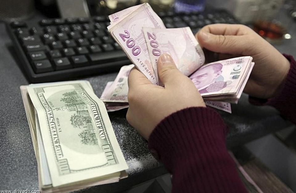 كم تكبدت الليرة التركية مقابل الدولار في 10 سنوات؟
