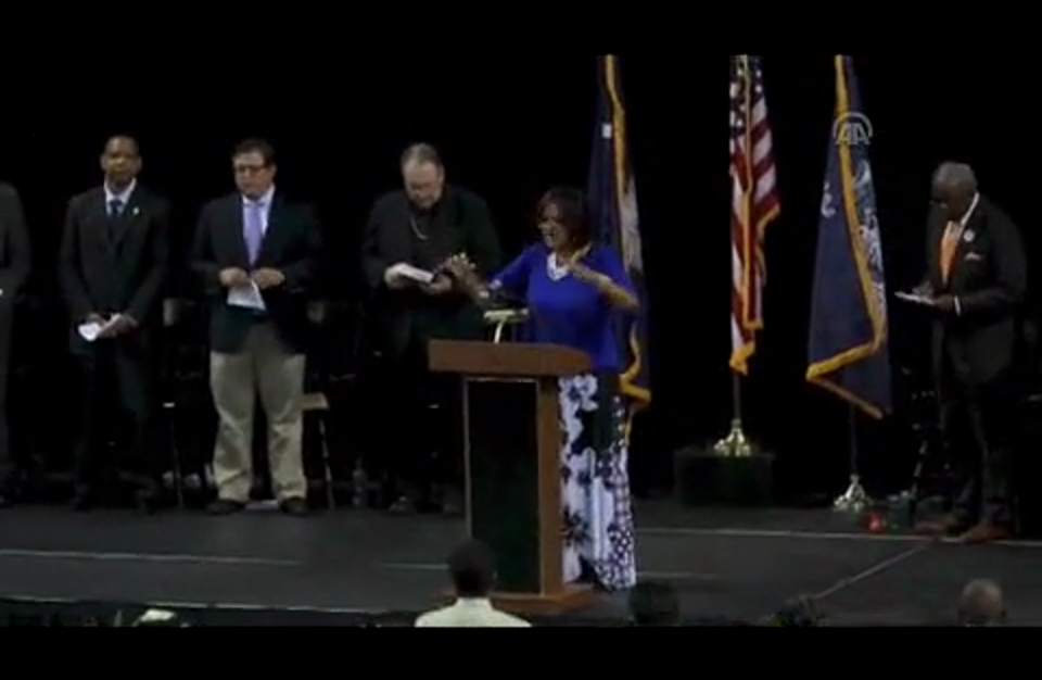 آلاف الأميركيين يشاركون في تأبين ضحايا كنيسة بتشارلستون