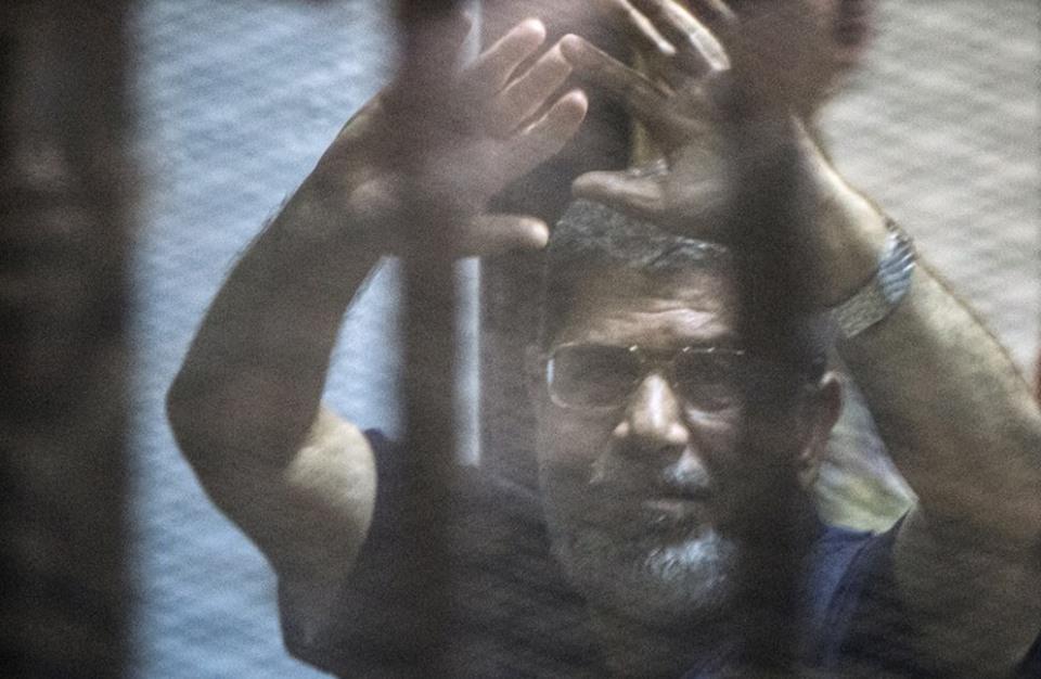 """نجل مرسي لـ""""عربي21"""": خطة للدفاع عنه بعد تثبيت حكم حبسه"""