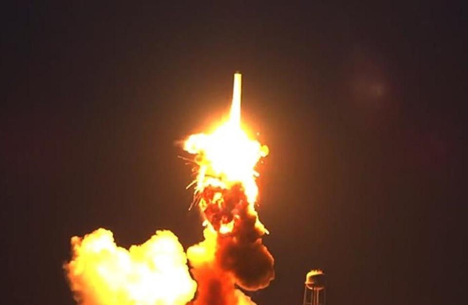 انفجار صاروخ يحمل معدات لمحطة الفضاء الدولية