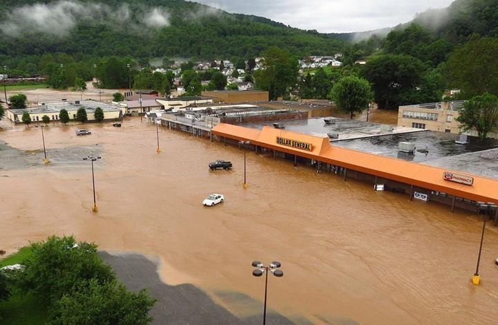 مصرع 10 أشخاص وفقدان 31 جراء فيضانات بأمريكا (شاهد)