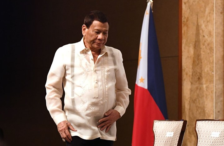 """الرئيس الفلبيني يعترف بمثليته """"سابقا"""" وكيف أصبح """"رجلا"""""""
