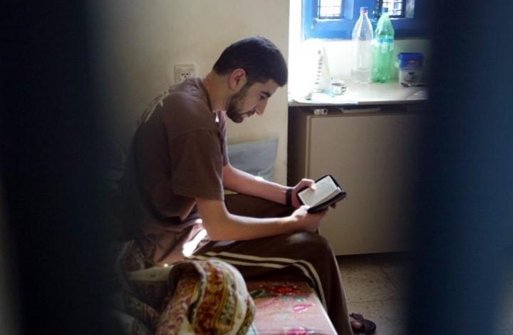 التعليم داخل السجون.. معاناة تقيدها الإجراءات الإسرائيلية