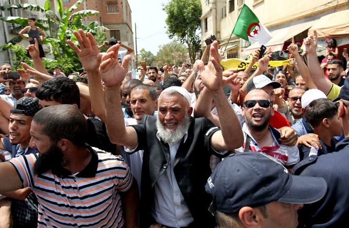 """فعاليات مدنية جزائرية تطالب بـ """"انتقال ديمقراطي سلس"""""""