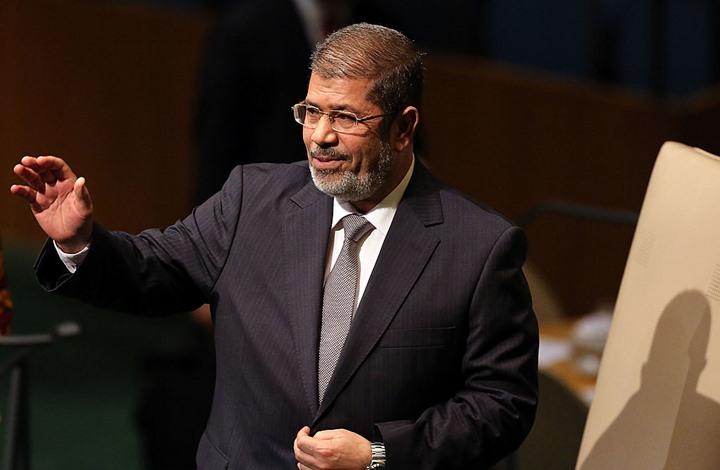 MEE: مسؤولون مصريون هددوا مرسي قبل وفاته بأيام