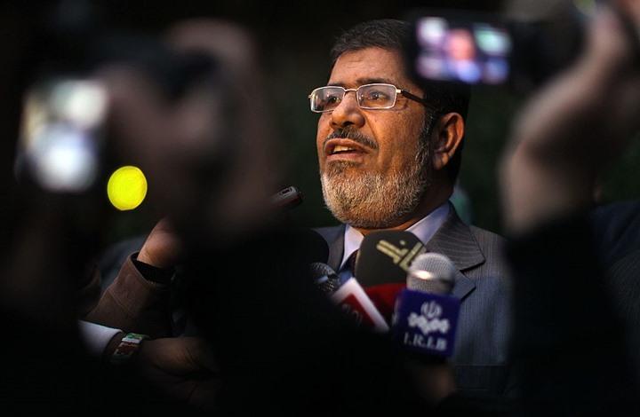 خطأ فادح من مذيعة مصرية خلال قراءة خبر عن مرسي (شاهد)