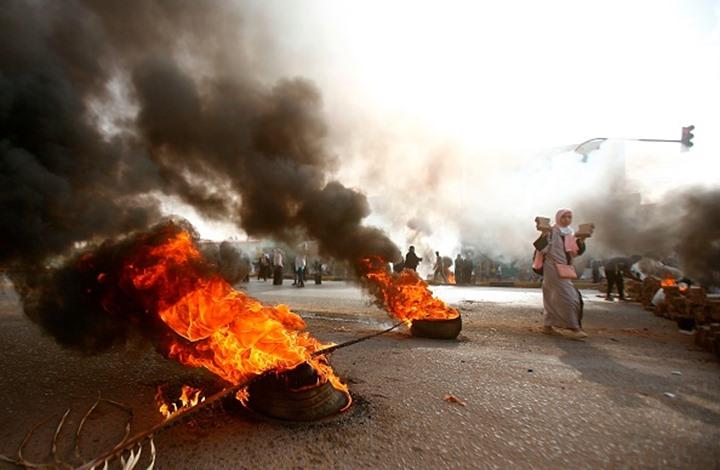 فيسك: لماذا تستميت السعودية والإمارات لقمع ثورة السودان؟