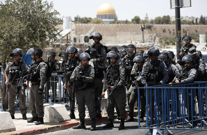 شرطة الاحتلال تحاول خنق شاب فلسطيني بالقدس (شاهد)