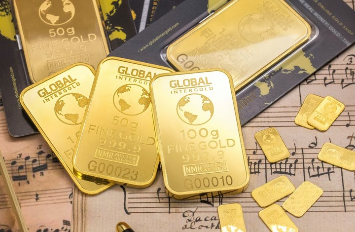 الذهب يخترق حاجز الـ1900 دولار للمرة الأولى منذ 2011