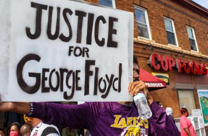 جدال مؤثر بين أمريكيين عن جدوى العنف ضد العنصرية (فيديو)