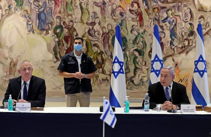 كاتب إسرائيلي: نتنياهو يرغب في بقاء غانتس بالانتخابات